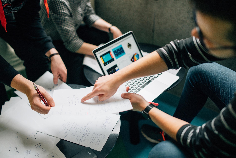 Millaiset ovat diplomi-insinöörien (DI) ja kauppatieteiden maistereiden (KTM) työmarkkinat?