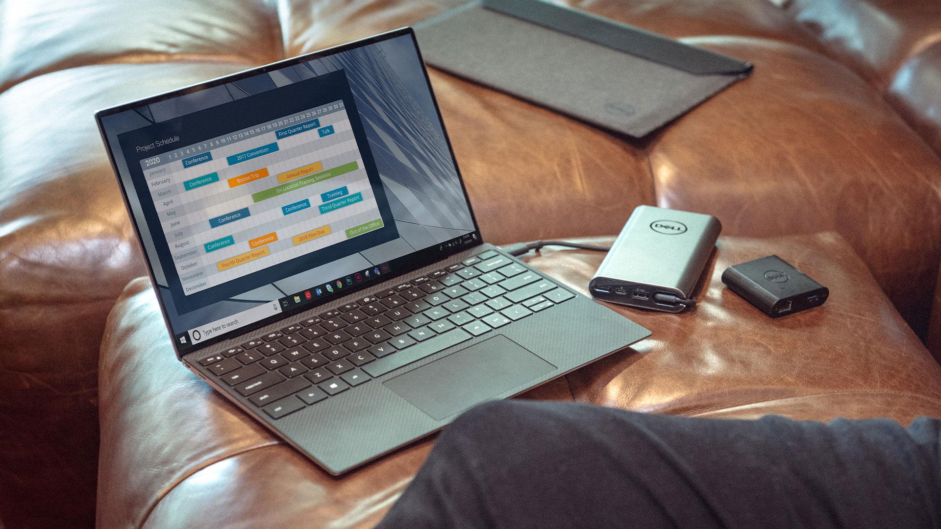 Tietokone sohvalla